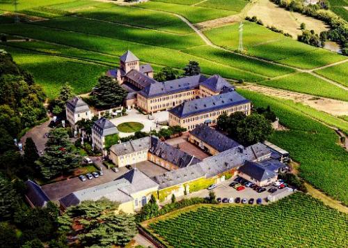 La bodegas más antiguas del mundo está en Alemania y es Schloss Johannisberg Bodega del año 817