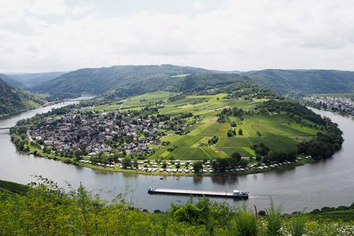 Staffelter Hof es la Segunda bodega más antigua del mundo y se remonta al año 862. Está situada en el valle de Mosela en Alemania.