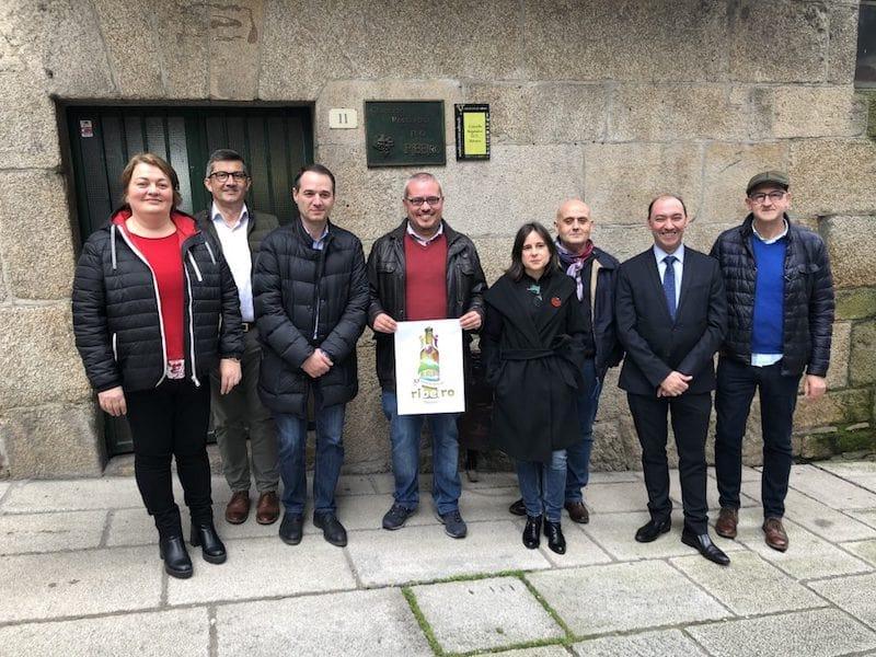 Ganador del concurso del cartel anunciador y miembros del jurado de la 57 edición del vino Ribeiro 2020