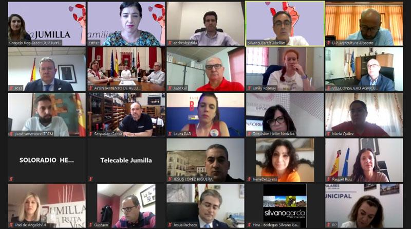 DOP Jumilla presentando la campaña Familia Jumilla a los medios y autoridades