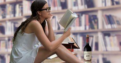 Un libro, un vino para conmemorar el día del libro de la Rioja que este año se ha postpuesto hasta julio debido a la pandemia de la COVID-19