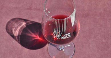 DOP Alicante regala 7000 copas a los hosteleros de la provincia