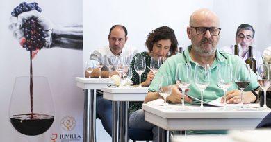 Momento durante la cata del 26 certamen de calidad de vinos Jumilla