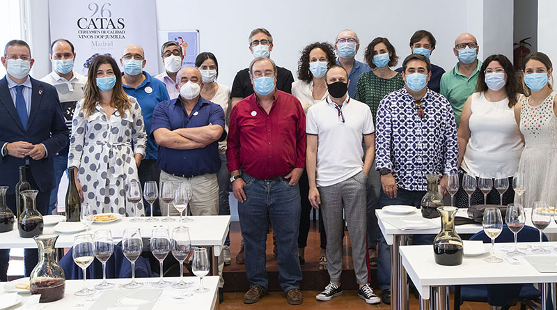 Miembros del jurado durante la ultima jornada de cata en el 26 certamen de calidad de vinos Jumilla