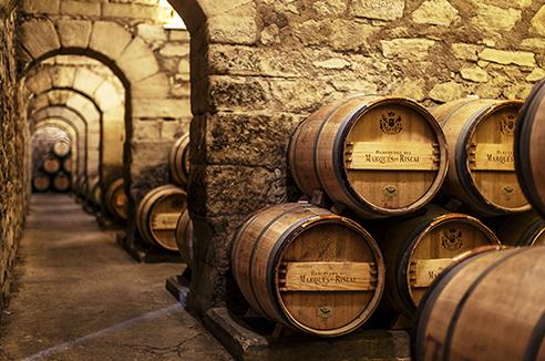 La ciudad del Vino de Marqués de Riscal presenta todo un itinerario a través de la historia, de la tradición, de la innovación y sobre todo de un futuro apasionante.