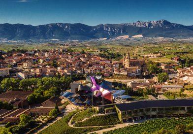 La Ciudad del Vino de Marqués de Riscal se encuentra en la localidad del Elcie, en Álava, España. En el epicentro de la DOCa Rioja del Vino. Rinde homenaje a la historia, a la tradición y al futuro del vino.