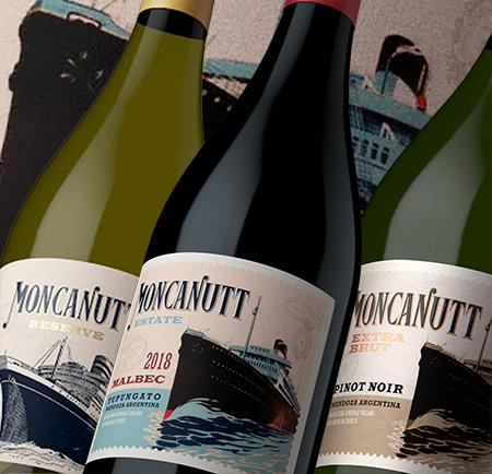 Beber, Honrar y Trascender en etiquetas de vinos en Moncanut es la historia de un naufragio y el drama que conlleva. Y por eso representa la memoria de los que desaparecieron pero siguen estando presentes.