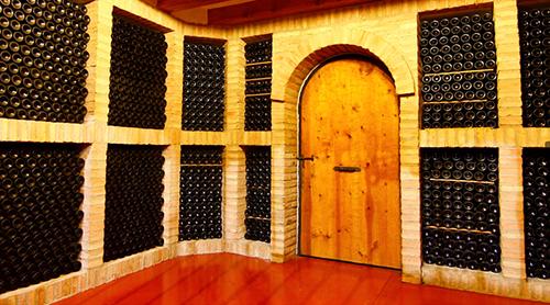 Malón de Echaide dispone de una gran diversidad de vinos. Siendo objetivos principales de la bodega la calidad y la satisfacción del consumidor final.