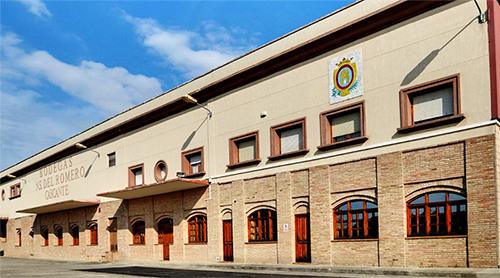 Bodegas Nuestra Señora del Romero se fundó en 1951 para posteriormente empezar a denominarse Bodegas Malón de Echaide. En la actualidad están compuestas por tres bodegas: Malón de Echaide en Cascante, SC S. José de Los Arcos y L SC de Sesma y cuentan con una capacidad de 14 Millones de Kg de uva y de 3.000 barricas de roble.