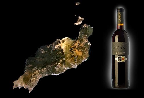 Los vinos de Lanzarote extraídos de suelos volcánicos son de una extraordinaria calidad. Pero además sorprenden por singularidades cultivos. Sus terrenos están forman parte de un paisaje protegido debido a su valioso interés cultural.